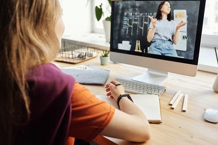 Tendencias sector educativo: los alumnos apuestan por lo presencial (clase online)